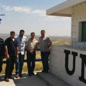 Personal de las Naciones Unidas satisfecho luego de la instalación de los elementos de protección