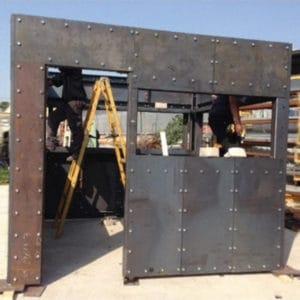 Construcción en fábrica de la fortificación de acero, de acuerdo con las dimensiones exactas del puesto