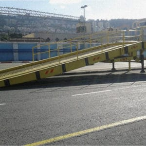 Rampa ancha especial para cargar/descargar buques en el puerto de Haifa